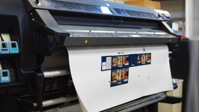 Groot formaat printer in werking